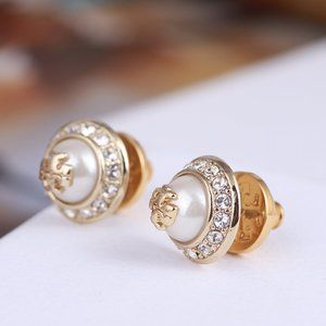 🎁NWT Tory Burch Classic Pearl Stud Earrings
